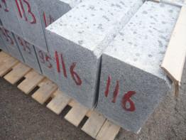 Гранитный бортовой камень ГП1 бучардированныйс доставкой по Санкт-петербургу