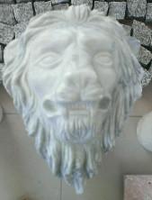 Голова льва из натурального камня