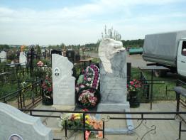 Памятник мраморный с ангелом