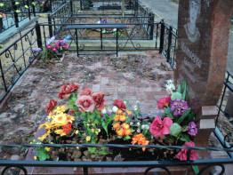 Памятники из гранита с благоустройством захоронения