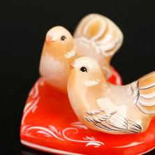 Сердечко из селенита с голубями