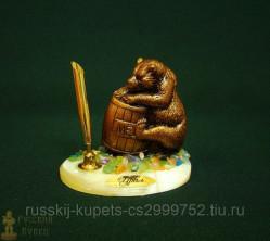 """Письменный прибор на подставке из селенита с самоцветами """"Медведь"""" 9 см"""