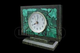 """Sv23-00084 Часы """"Семафор"""" из змеевика с мозаикой из малахита 150*50*130 мм"""