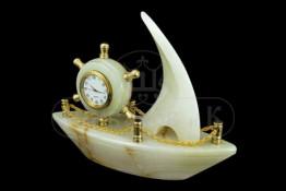 """Sv36-00220 Часы оникс """"Кораблик со штурвалом"""" L-175, h-145 мм р.7"""