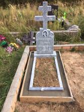 Памятник мраморный с цветником и установкой
