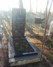 Памятник ритуальный из черного гранита