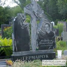 Крест на могилу в комбинации с памятниками