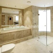 Плитка из травертина в большую ванную комнату