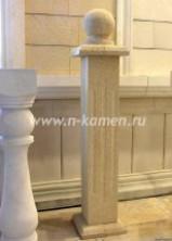 Бежевые мраморные колоны
