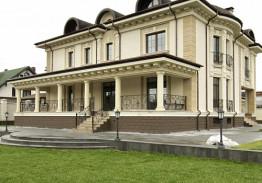 Облицовка фасада дагестанским известняком и осетинским доломитом