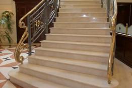 Лестница из Мрамора Крема Нова