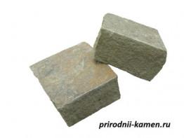 Колотый камень серо зелёный