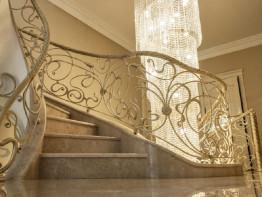 Лестница из камня, частный проект.