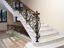Лестница из камня Коллекция мрамора Crema Mare