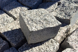 Колотая гранитная брусчатка 100х100х50 Ташмуринский