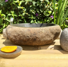 Раковина из речного камня