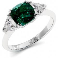 Элегантное золотое кольцо с изумрудом кушон и муассанитами Mila 1,7 карат