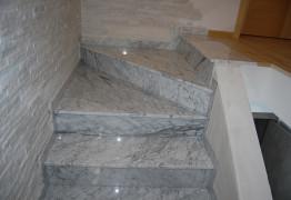 Лестница из мрамора Бьянка Каррара