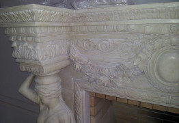 Барельеф над камином из мрамора и известняка