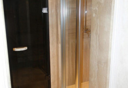 Хамам с душевой комнатой из мрамора Дайна Реале