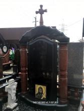 Комбинированный памятник с крестом, аркой и колоннами