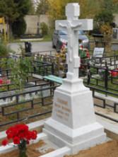 Памятник с крестом из мрамора