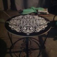 Кованый стол со столешницей из керамогранита.