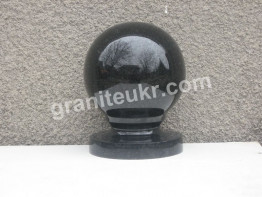 Гранитные шары диаметром 14 см