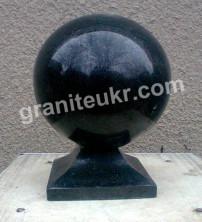 Гранитный шар диаметром 15 см, H=20 см