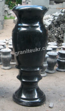 Гранитные вазы высотой 80 см