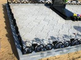 Укладка брусчатки на кладбище (могиле) под ключ