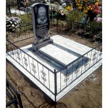 Памятник из гранита с установкой на кладбище