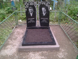 два памятника из гранита