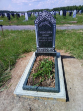 Памятник на могилу из зеленого гранита
