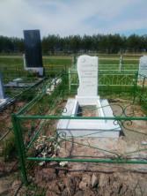 Памятник из белого мрамора Коелга.