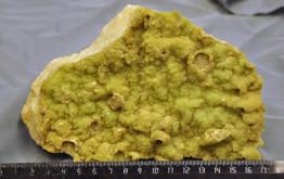 Халцедон никелистый на мраморе