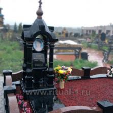Памятник-часовня девушке