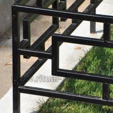 Покраска ограды на кладбище