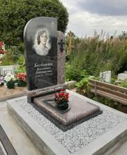 Памятник комбинированный из гранита габбро-диабаз и гранита ладожский красный