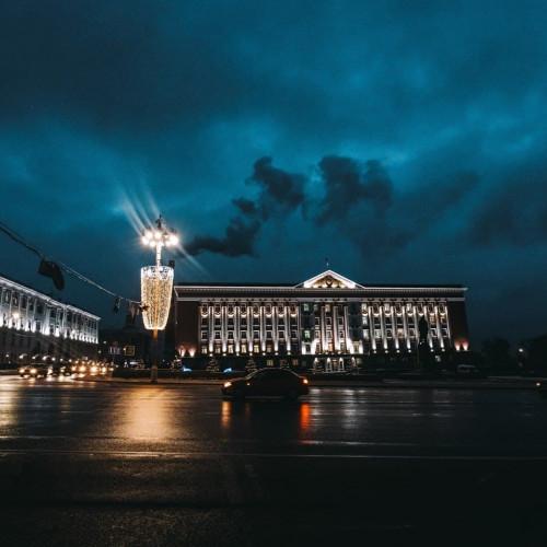 Администрация Курской области ищет подрядчика для ремонта трёх этажей Дома Советов за 73,6 млн рублей.