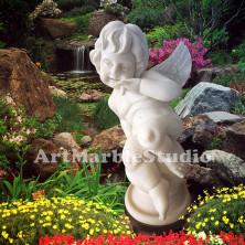 Скульптура Ангелок на шаре