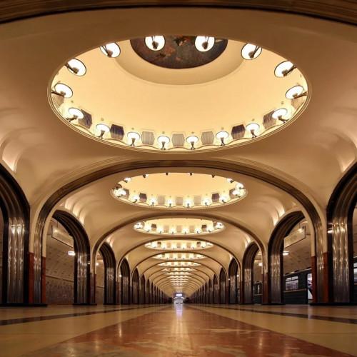 Карельским гранитом уложат полы на «Маяковской» в Петербурге