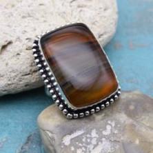 Крупное кольцо из полосатого агата,
