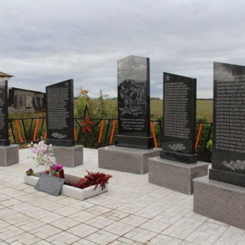 В деревне Казыли, в Елебуге, , открылся обелиск в честь призванных на фронт и погибших солдат в годы ВОВ