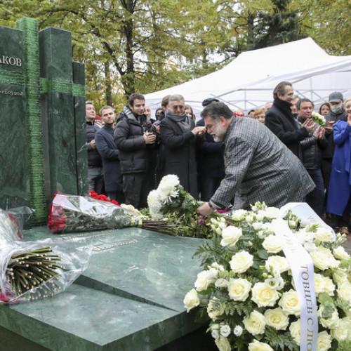 Открыли памятник Олегу Табакову